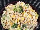 Рецепта Салата от паста (макарони), броколи, царевица, сметана и синьо сирене
